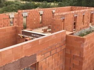 Montage des murs de la maison et du garage en brique Bio'Bric BGV3+